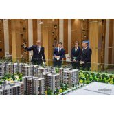 President becomes acquainted with modern energy-efficient houses construction