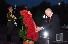 Recep Tayyip Erdogan laid flowers at the Monument of Independence and Humanism