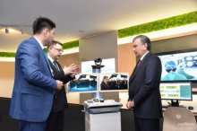 President visits Huawei Innovation Center