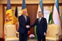 Uzbekistan's President meets with the President of Moldova