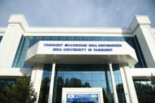 Moon Jae-in visits Inha University in Tashkent